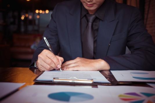 Avocat droit des contrats Paris 8